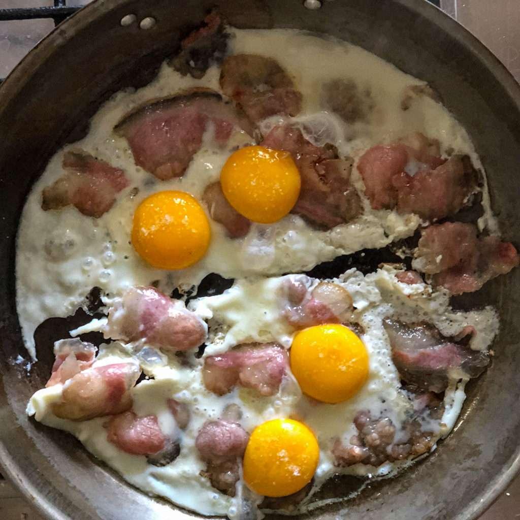 come cucinare le uova con il guanciale